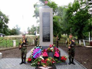 Inaugurarea memorialului eroilor căzuţi în cel de-al II-lea război mondial